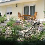 Gartenteich, Steingarten und Terasse