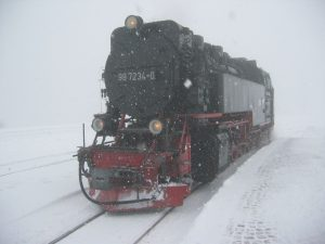 Lokomotive im Scheegestöber